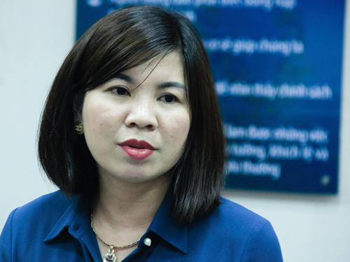 [Cô Hồng Thúy chia sẻ tại hội nghị. Ảnh: Dương Tâm/ VnExpress.