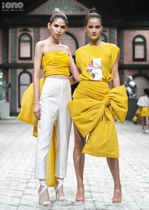 Thùy Dương và Hương Ly có màn catwalk đôi ấn tượng với trang phục phá cách.