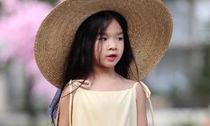 Con gái 5 tuổi của Xuân Lan xinh như 'nàng thơ' trên sàn diễn