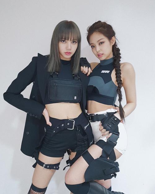 Bộ đôi Lisa - Jennie khiến fan mất máu với style siêu ngầu - 2