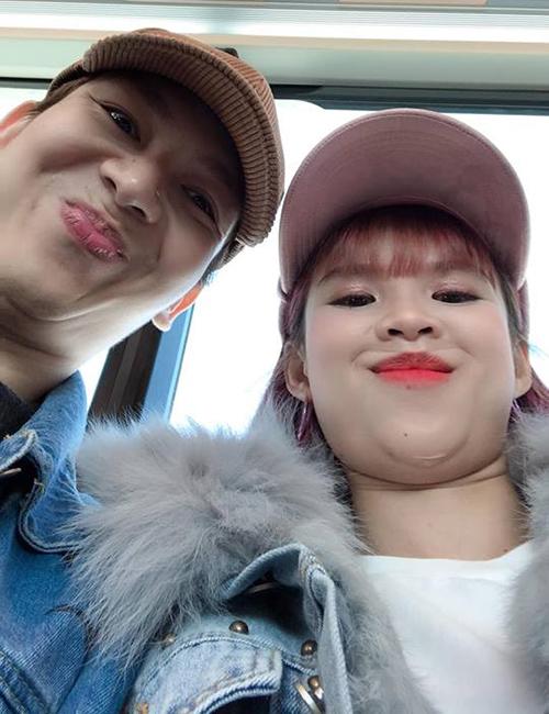 Hai vợ chồng Kelvin Khánh - Khởi My không ngại đăng hình selfie tự dìm siêu hài hước.