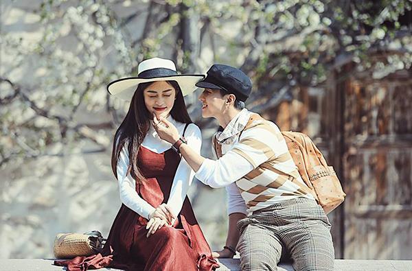 Bình An khoe ảnh nựng bạn gái đẹp chẳng khác gì phim ngôn tình.