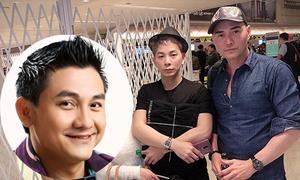 Bạn thân thất thần, ôm chặt di ảnh Anh Vũ tại sân bay