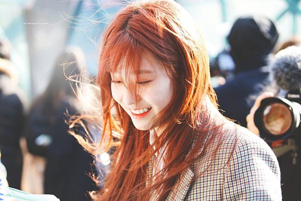Min Joo nổi tiếng xinh xắn từ trước khi debut. Mặt mộc của cô nàng cũng gây ấn tượng bởi vẻ đẹp tự nhiên.