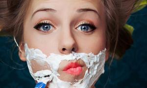 Tại sao con gái lại mọc ria mép?