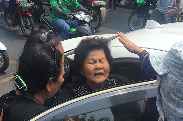 Mẹ Anh Vũ ngất xỉu trước khi con trai về chùa Ấn Quang - 6