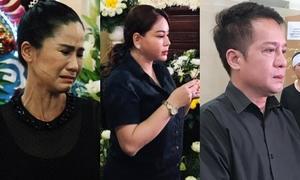 Nghệ sĩ Việt kìm nén nước mắt khi viếng Anh Vũ