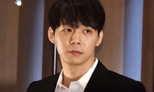 Park Yoo Chun họp báo phủ nhận dùng ma túy, netizen chỉ mải ngắm visual