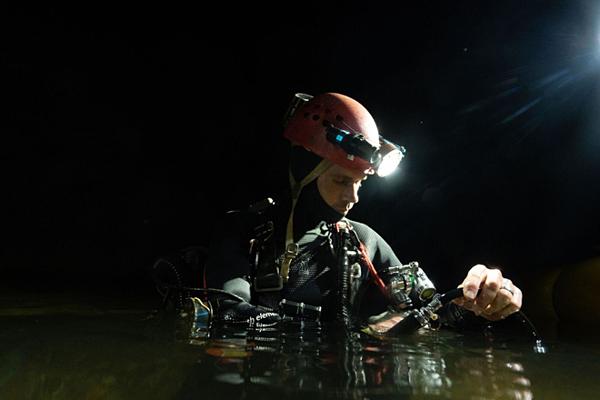 Hình ảnh hiếm hoi của đoàn thợ lặn hang động trong hành trình thám hiểm hang động Sơn Đoòng. Ảnh: Oxalis.