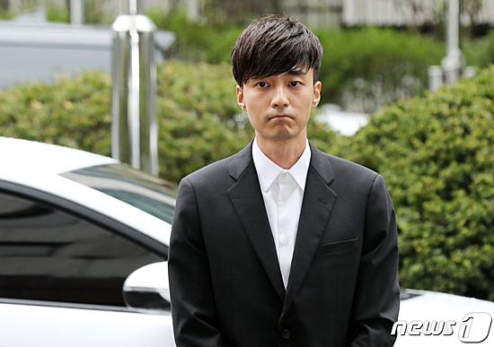 Một đoạn tin nhắn trong group chat mới đây tiết lộ việc Jung Joon Young và bạn bè dùng chất cấm. Nhân chứng A - người cũng có mặt trong nhóm chat này tiết lộ họ dùng từ lóng