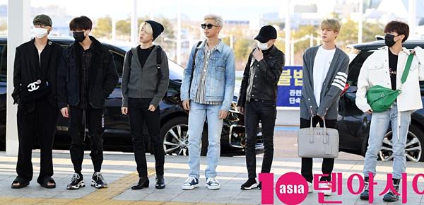 BTS sành điệu tại sân bay, lên đường sang Mỹ tham gia Saturday Night Live