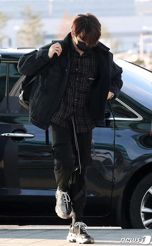BTS chất lừ ở sân bay trên đường sang Mỹ dự Saturday Night Live - 3