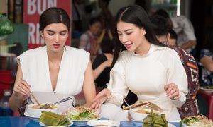 Phương Khánh rủ Á hậu Melanie Mader ăn bún riêu vỉa hè