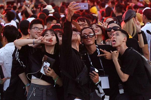 Hàng nghìn bạn trẻ Sài thành toát mồ hôi quẩy cùng DJ đình đám - 4
