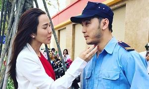 Kim Cương mang bầu vẫn chăm Ưng Hoàng Phúc nhiệt tình ở phim trường