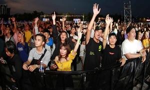 Hàng nghìn bạn trẻ Sài thành toát mồ hôi quẩy cùng DJ đình đám