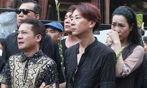 Đồng nghiệp, khán giả đưa Anh Vũ về nơi an nghỉ