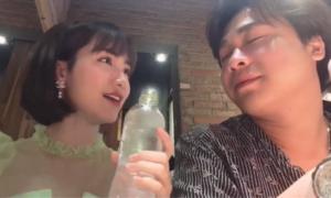 Hòa Minzy diễn ảo thuật kiểu 'chơi bẩn' khiến bạn trai 'quỳ lạy'