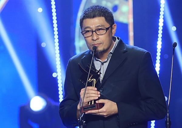 Dạo diễn Charlie Nguyễn nhận giải Đạo diễn xuất sắc nhất với tác phẩm Chàng vợ của em.