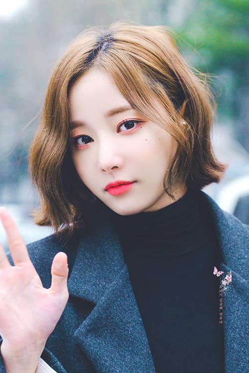 Yeon Woo tỏa ra khí chất diễn viên khi cắt tóc ngắn. Thành viên Momoland có nhiều nét giống với nữ diễn viên Go Joon Hee.