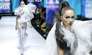 Hương Giang làm vedette trong show của Ivan Trần