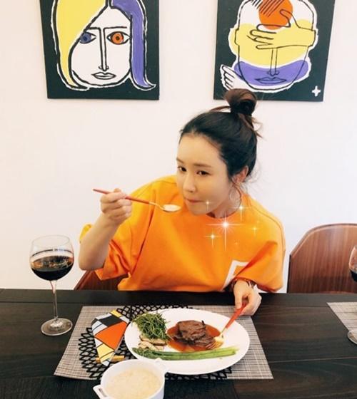 Instagram sao Hàn 14/4 - page 2 - 2
