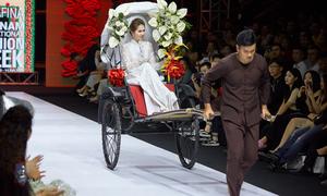 Ngọc Trinh - Diệu Nhi hóa cô dâu, tái hiện phim 'Vu quy đại náo' trên sàn diễn