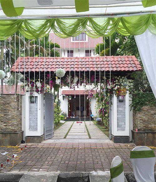 Căn biệt thự vườn mà Trà My sinh sống cùng ông xã và bố mẹ chồng nằm trên con phố Đinh Tiên Hoàng - nơi được coi là phố nhà giàu tại Hải Dương.