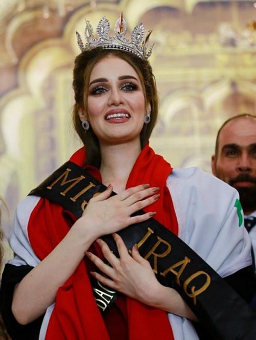 Viyan Amir đăng quang Hoa hậu Iraqhồi tháng 5/2017 trước sự phản đối của những thành phần Hồi giáo cực đoan. Cô sở hữu gương mặt xinh đẹp, chiều cao 1,71 m. Tuy nhiên, chỉ chưa đầy ba tháng sau, tổ chức Hoa hậu Iraq đã quyết định thu hồi danh hiệu hoa hậu của Viyan Amir vì cô từng kết hôn.