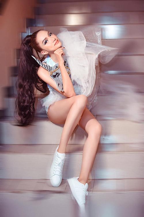 Hương Giang nhận xét như được trở về tuổi thơ trong concept chụp ảnh mới.