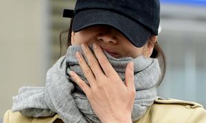 Song Hye Kyo không đeo nhẫn cưới khi xuất hiện ở sân bay