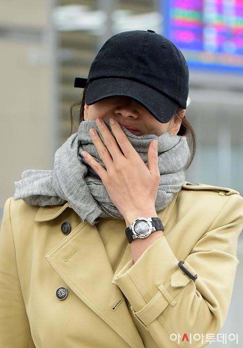 Netizen Hàn tiếp tục đặt dấu hỏi về việc không đeo nhẫn cưới của Song Hye Kyo.