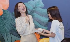 Fan 'troll' Thu Trang bằng chiếc bánh bao 15k như ngày được cầu hôn