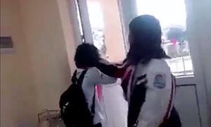 Nữ sinh Quảng Ninh bị bạn đánh ngay trong lớp