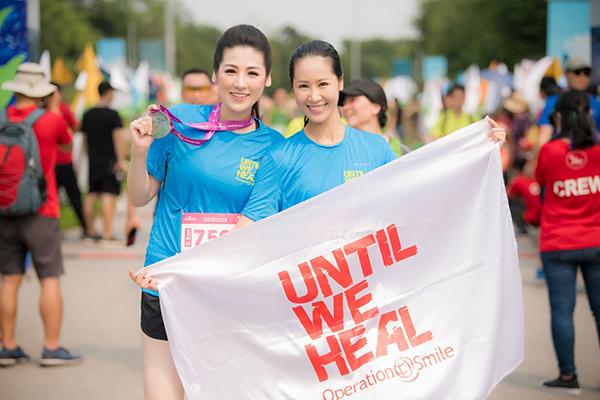 Tại sự kiện, Tú Anh rạng rỡ bên người chị thân thiết - Hoa hậu Dương Thùy Linh.