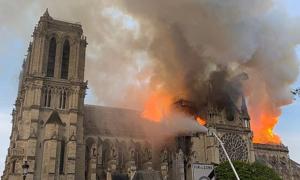 Lý do không thể chữa cháy từ trên không để cứu Nhà thờ Đức Bà Paris