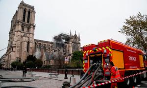 Hỏa hoạn Nhà thờ Đức Bà được dập tắt hoàn toàn sau 9 giờ