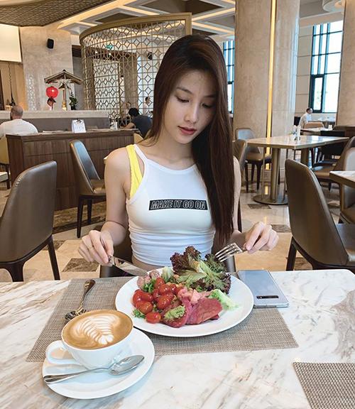 Diễm My 9x tiết lộ bí quyết để có vóc dáng đẹp đó là trung thành với món salad.