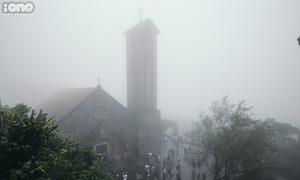 Tam Đảo chìm trong sương mù dày đặc