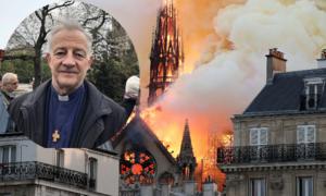 Người đầu tiên vào Nhà thờ Đức Bà Paris sau vụ cháy