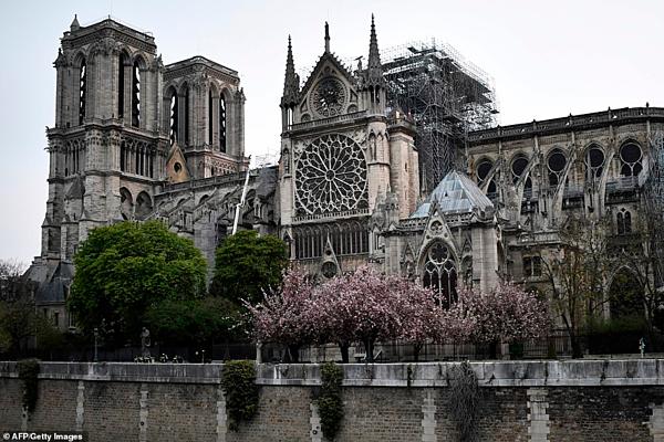Nhà thờ Đức Bà Paris sau vụ thảm họa cháy ngày 15/4. Ảnh: AFP