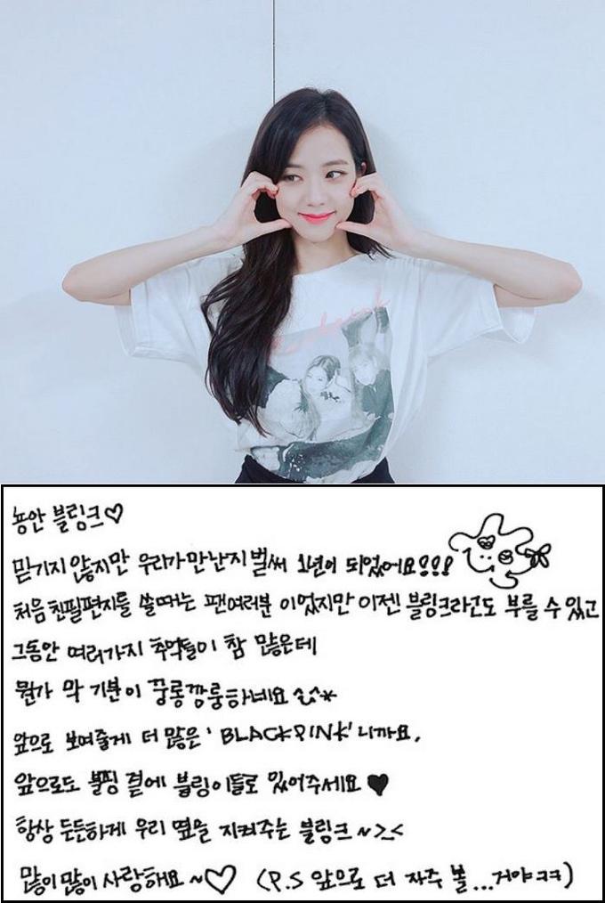 <p> Visual của Black Pink không chỉ có khuôn mặt đẹp mà chữ viết tay của cô nàng cũng khiến các fan tự hào. Ji Soo chắc chắn đã luyện tập rất nhiều từ nhỏ để có nét chữ tròn trịa, đều tăm tắp.</p>