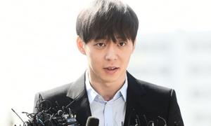Park Yoo Chun âm tính với ma túy, tươi cười trình diện cảnh sát