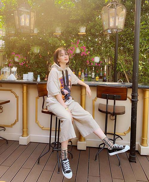 Thiều Bảo Trang hack tuổi bằng trang phục siêu quậy.