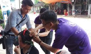 Nhóm bạn trẻ vượt trăm cây số về vùng sâu cắt tóc miễn phí