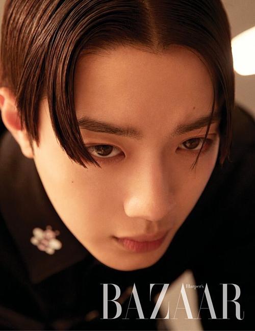 Không chỉ gây sốt với bộ hình trên GQ, cựu thành viên Wanna One còn trình làng concept đậm chất nghệ thuật trên Harpers Bazaar.