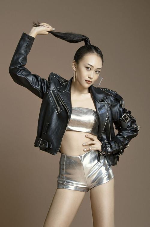 Hot boy Taekwondo Hồ Thanh Phong thi hát cùng Lan Cave - 4