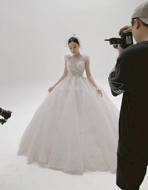 Phương Oanh xinh đẹp như công chúa trong bộ váy cô dâu.