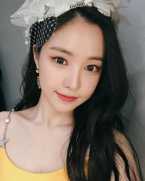 Na Eun khoe vẻ đẹp trong veo