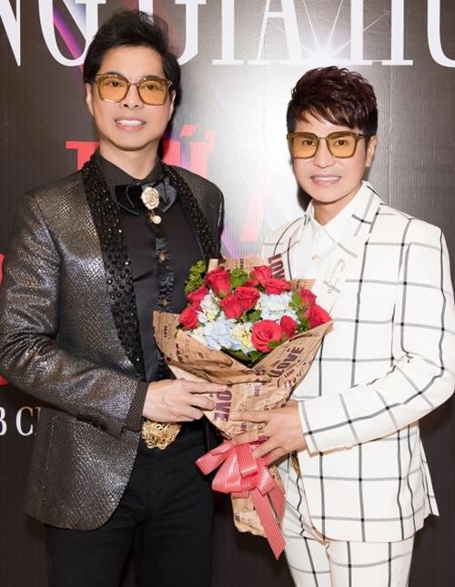 Lương Gia Huy và người thầy Ngọc Sơn.